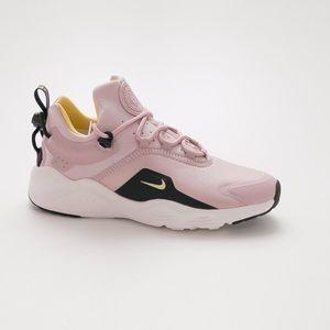 Like new Nike air huarache sneaker pink black 8